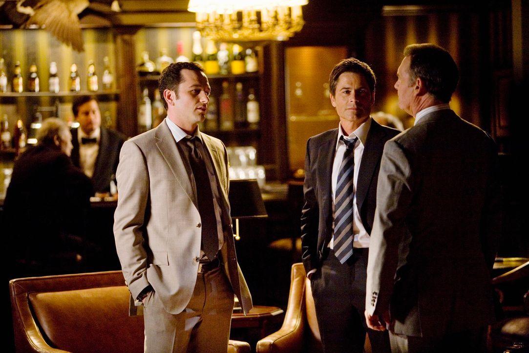 Kevin (Matthew Rhys, l.) vermittelt: Robert (Rob Lowe, M.) erwägt eine Kandidatur für die kommende Gouverneurswahl, jedoch muss er Alexander Gordon... - Bildquelle: 2008 ABC INC.