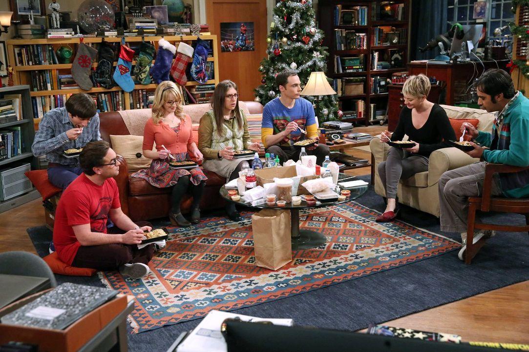 Ein ganz besonderes Weihnachtsfest wartet auf Bernadette (Melissa Rauch, 3.v.l.), Howard (Simon Helberg, l.), Amy (Mayim Bialik, M.), Sheldon (Jim P... - Bildquelle: Warner Bros. Television