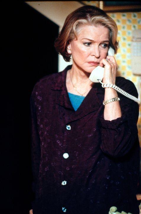 Macht sich Sorgen, um ihren Ehemann Frank: Dolly (Ellen Burstyn) ... - Bildquelle: CBS Television