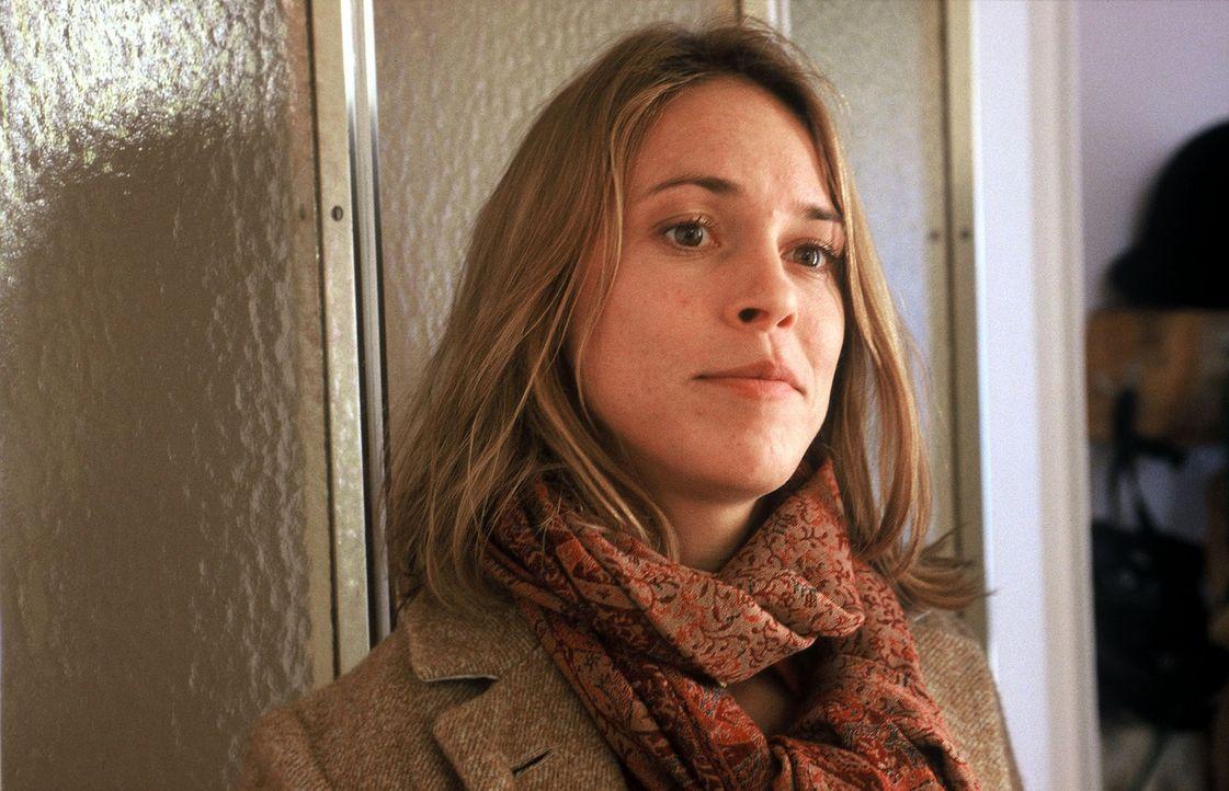 Kathrin (Anneke Kim Sarnau), eine hochbegabte Ärztin, hat sich mit dem HIV-Virus infiziert. Sie weiß, dass sie sich nur in der Klinik bei der Arbeit... - Bildquelle: Volker Roloff Sat.1