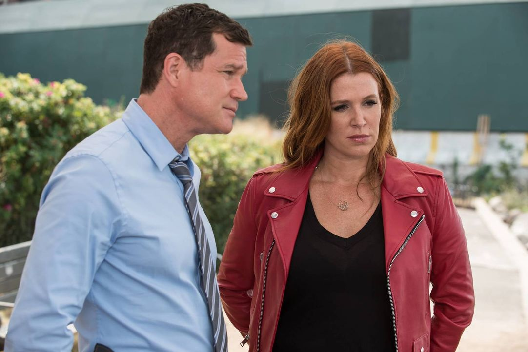 Muss Carrie (Poppy Montgomery, r.) ein Vergehen aus der Vergangenheit beichten: Al (Dylan Walsh, l.) ... - Bildquelle: Jeff Neumann 2015, 2016 Sony Pictures Television Inc. All Rights Reserved.