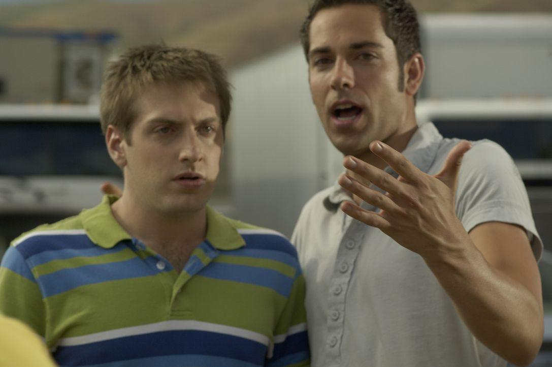 Ben (Zachary Levi, r.) versucht mit ungewöhnlichen Mitteln, Joel (Fran Kranz, r.) aus der Patsche zu helfen ... - Bildquelle: 2007 Screen Gems, Inc. All Rights Reserved