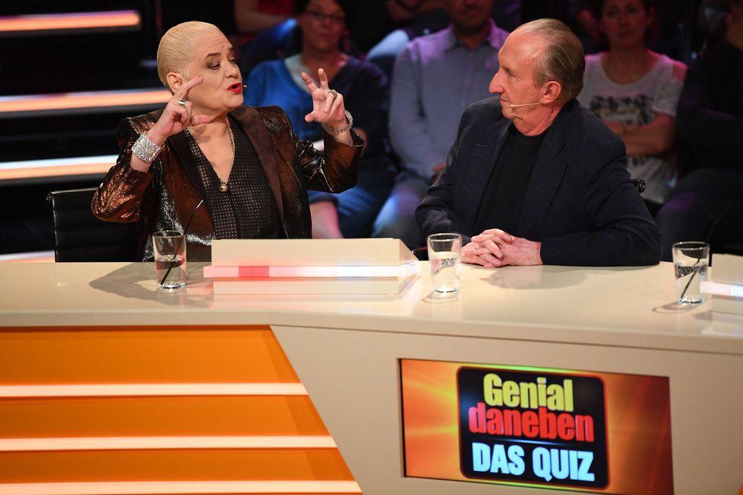(v.l.n.r.) Hella von Sinnen; Mike Krüger - Bildquelle: Willi Weber SAT.1/Willi Weber