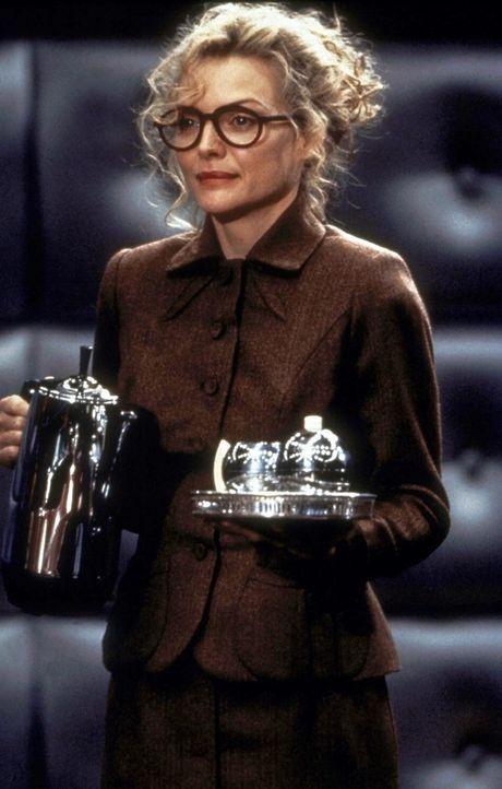 Selena Kyle (Michelle Pfeiffer) führt ein gefährliches, geheimes Doppelleben ... - Bildquelle: Warner Bros.