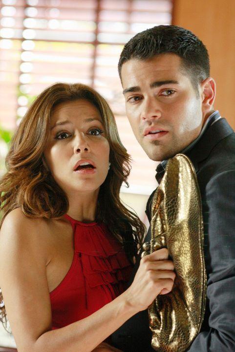 Als John (Jesse Metcalfe, r.) Gabrielle (Eva Longoria, l.) aus heiterem Himmel küsst, werden sie beobachtet ... - Bildquelle: ABC Studios