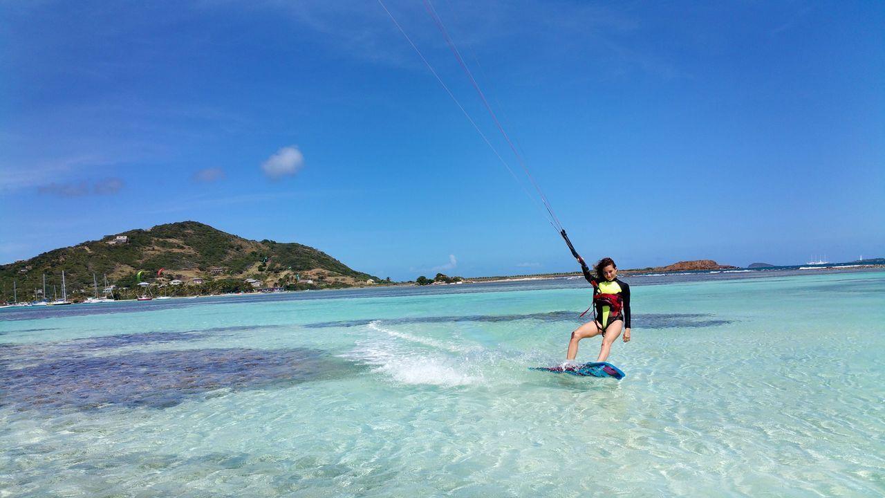 Zoe Schaffer-Jennet genießt das Kitesurfen auf der einsamen kleinen Insel Morpion ... - Bildquelle: 2017,The Travel Channel, L.L.C. All Rights Reserved