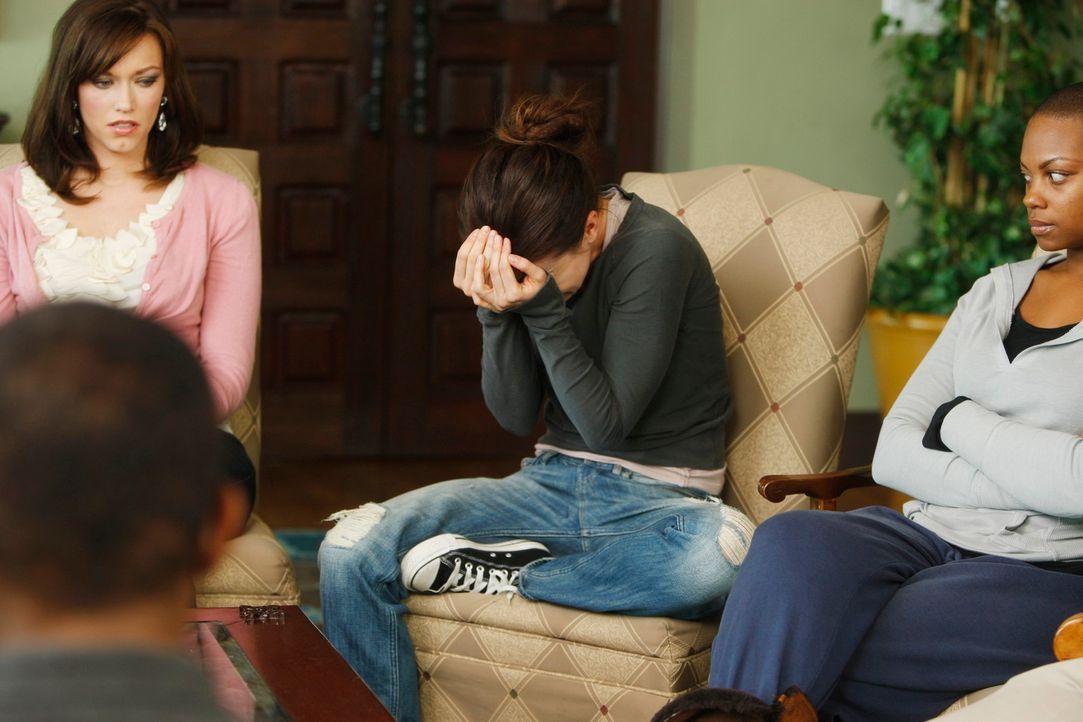 Während Amelia (Caterina Scorsone, M.) eine Entziehungskur macht, erreicht die Ehe von Violet und Pete einen Wendepunkt ... - Bildquelle: ABC Studios