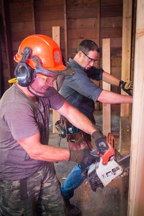 Josh (r.) und seine Helfer sind ein eingespieltes Team und verhelfen vielen verzweifelten Hauseigentümer zu ihrem Traumhaus - ganz umsonst! - Bildquelle: 2013, DIY Network/ Scripps Networks, LLC. All Rights Reserved.