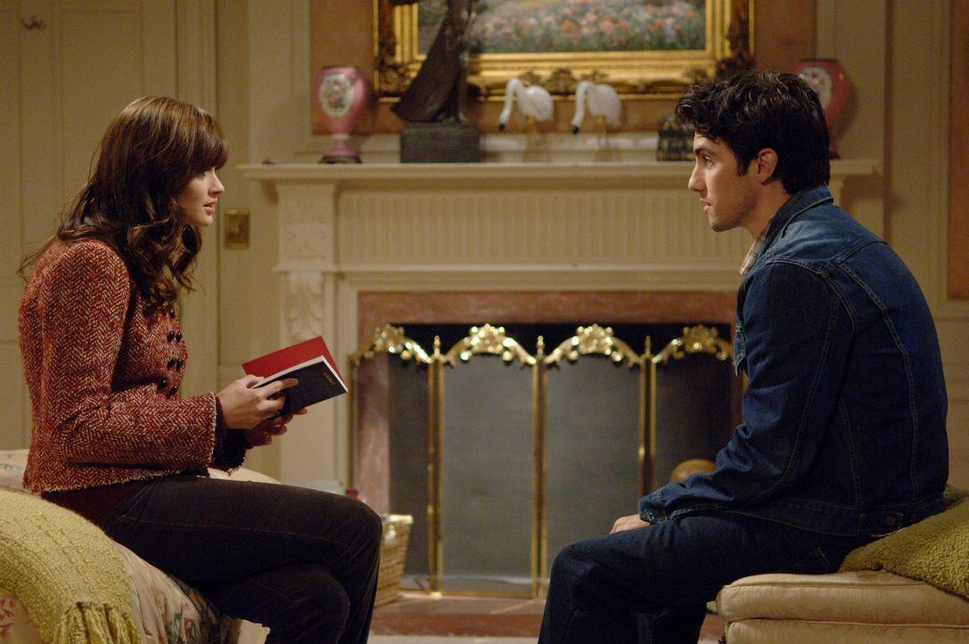 Erst als Jess (Milo Ventimiglia, r.) wieder bei ihr auftaucht, begreift Rory (Alexis Bledel, l.), dass sie ihr Leben endlich selbst in die Hand nehm... - Bildquelle: Copyright Warner Brother International Television