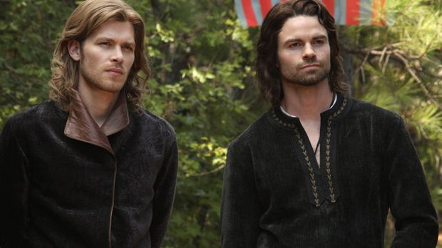 Elijah und Klaus im 12. Jahrhundert - Vampire Diaries auf sixx