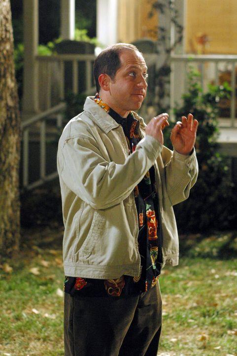 Lorelai trifft auf ihren neuen Nachbarn Dwight (Jason Kravits), der gleich um einen Gefallen bittet und dann begegnet sie ausgerechnet bei einer Ver... - Bildquelle: 2002 Warner Bros.