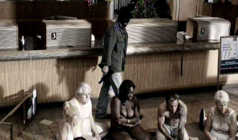 Das BAU-Team fahndet diesmal nach einem Bankräuber, der seine Geiseln zwingt, sich nackt auszuziehen und miteinander sexuelle Handlungen zu vollzie... - Bildquelle: Touchstone Television