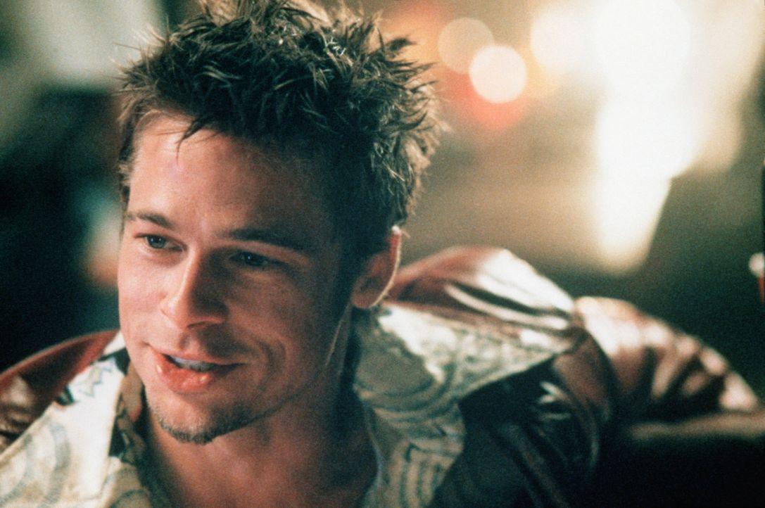"""Der charismatische Tyler Durden (Brad Pitt) erschafft den legendären """"Fight Club"""", in dem brachiale Faustkämpfe ausgetragen werden. Nun entsteht e... - Bildquelle: 20th Century Fox"""
