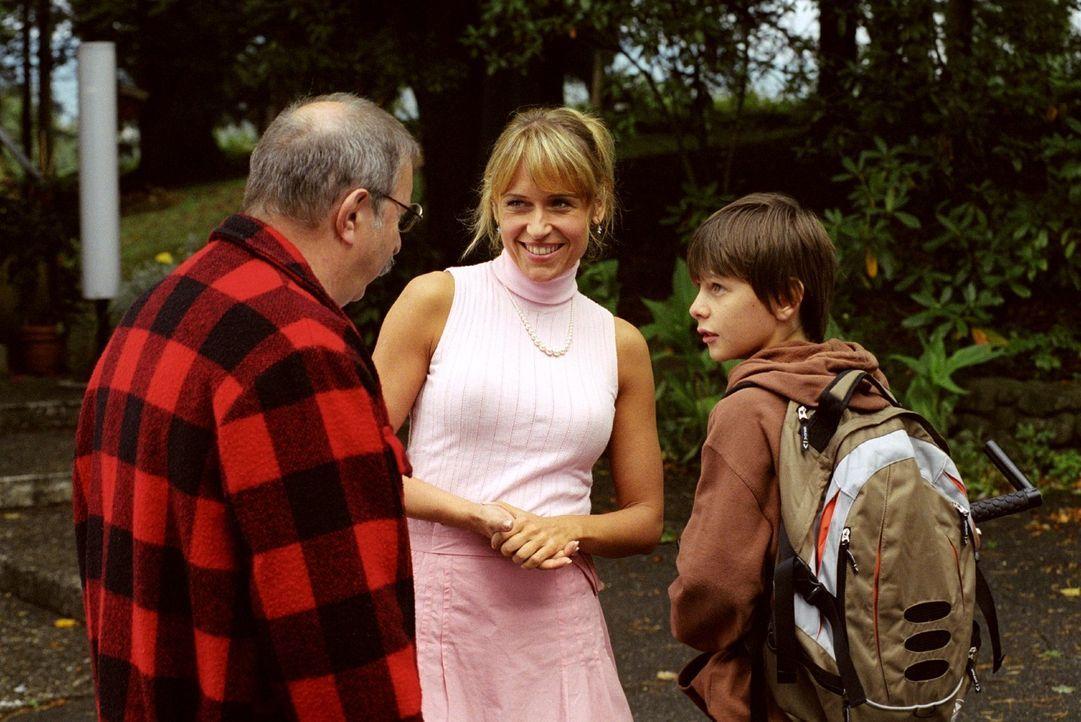 Völlig überraschend reist Jackys Vater Walter (Horst Weinheimer, l.) aus dem fernen Kanada an. Der wähnt seine Tochter nicht im Rotlichtmilieu, sond... - Bildquelle: Sat.1