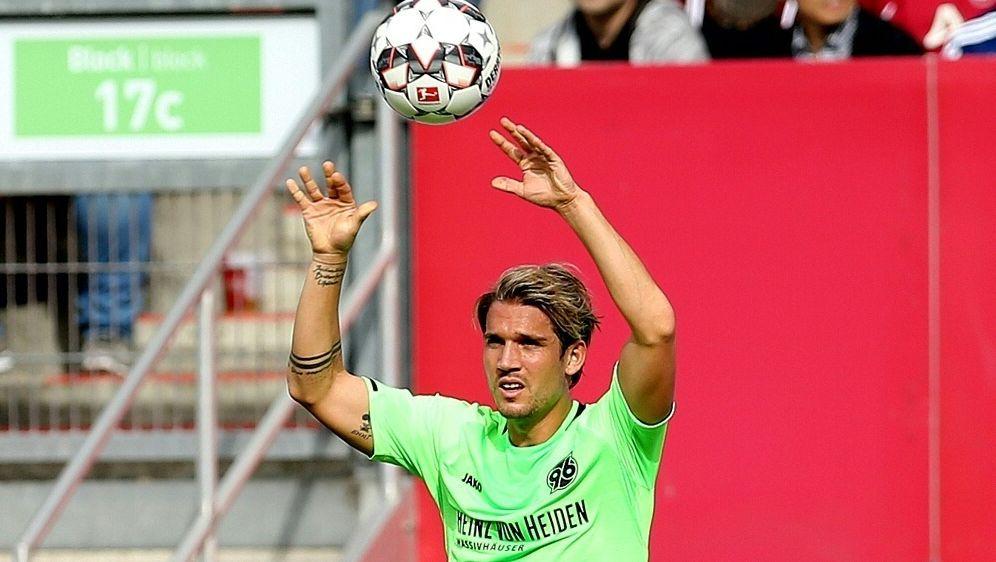 Oliver Sorg fehlt 96 gegen den VfL Wolfsburg - Bildquelle: FIROFIROSID