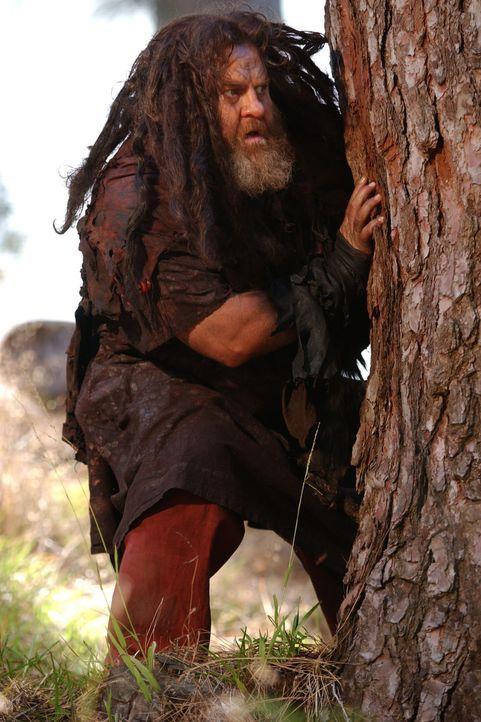 Der Waldbewohner Alberich (Sean Higgs) verliert im Zweikampf mit Siegfried seine magische Tarnkappe im Tausch gegen sein Leben. - Bildquelle: Tandem Communication/VIP Med Sat.1