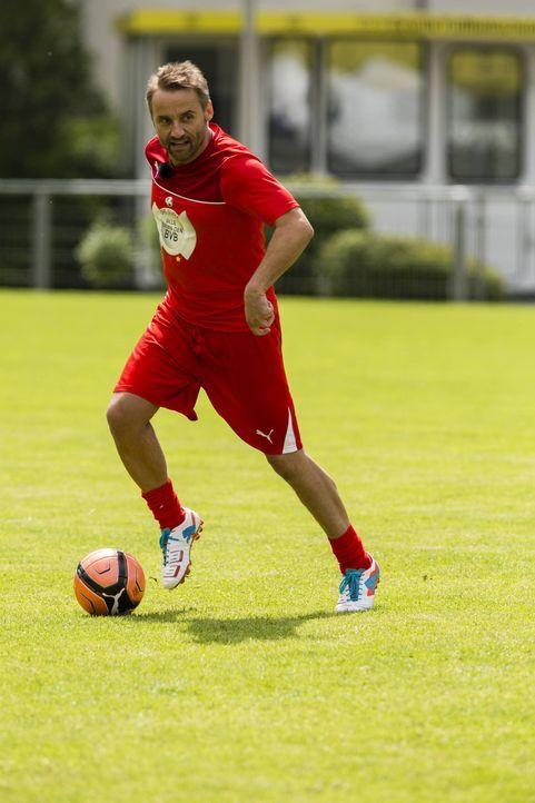 Möchte gegen den BVB antreten. Doch wird Bernie Kuhnt von Oliver Pocher in die Mannschaft gewählt? - Bildquelle: Frank Dicks SAT.1