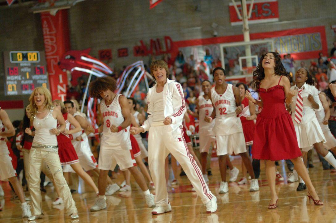 Die Entscheidung naht: (v.l.n.r.) Sharpay (Ashley Tisdale, Chad (Corbin Bleu), Troy (Zac Efron), Zeke (Chris Warren jr.) und Gabriella (Vanessa Anne... - Bildquelle: The Disney Channel