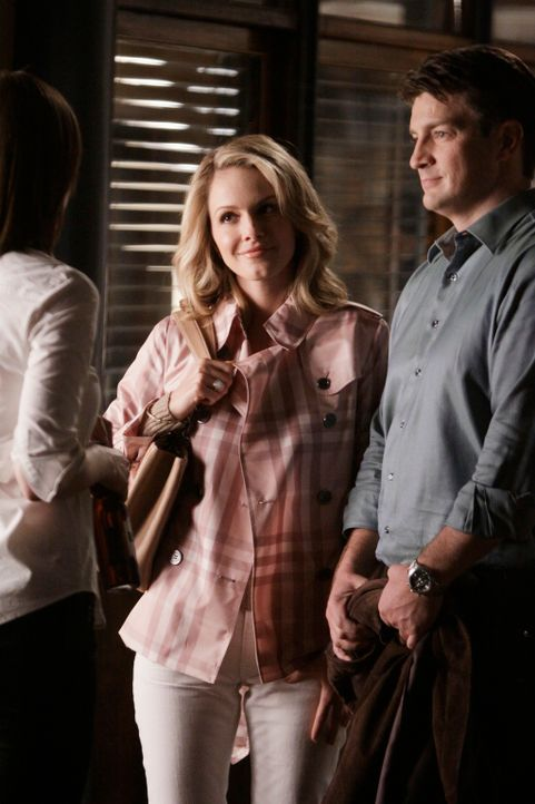 Während das Team in einem internationalen Spionage-Fall ermittelt, der zahlreiche Fragen aufwirft, will Castles (Nathan Fillion, r.) Ex-Frau Gina (M... - Bildquelle: ABC Studios