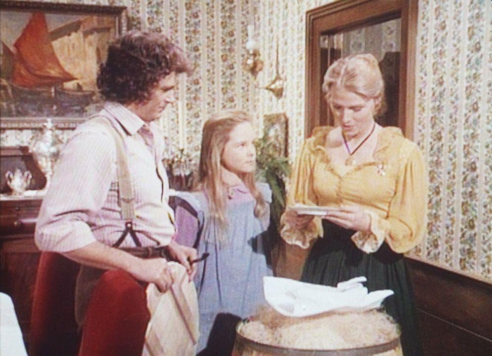Charles (Michael Landon, l.) und seine Tochter Mary (Melissa Sue Anderson, M.) statten der verwitweten Mrs. Thurmond (Mariette Hartley, r.) einen Be... - Bildquelle: Worldvision