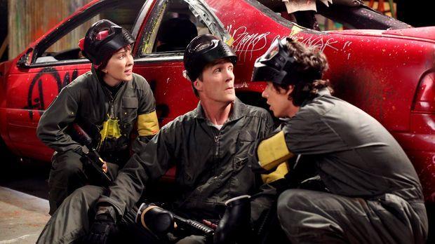 Frankie (Patricia Heaton, l.) und Mike (Neil Flynn, 2.v.l.) bieten ihren Kind...