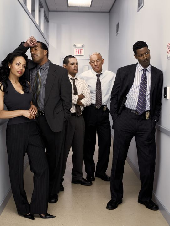 (2. Staffel) - Das Team um Deputy Chief Brenda Leigh Johnson: (v.l.n.r.) Det. Irene Daniels (Gina Ravera), Captain Taylor (Robert Gossett), Det. Jul... - Bildquelle: Warner Brothers