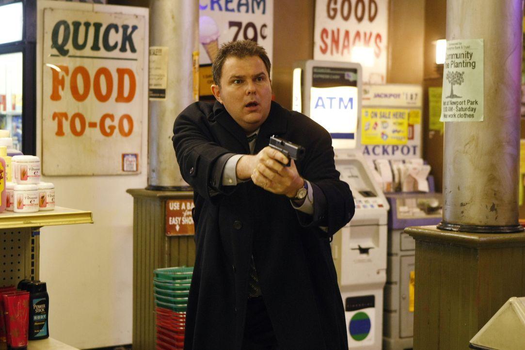 Kann Det. Nick Vera (Jeremy Ratchford) Gabriel beruhigen und ihn dazu bringen, seine Waffe abzulegen? - Bildquelle: Warner Bros. Television