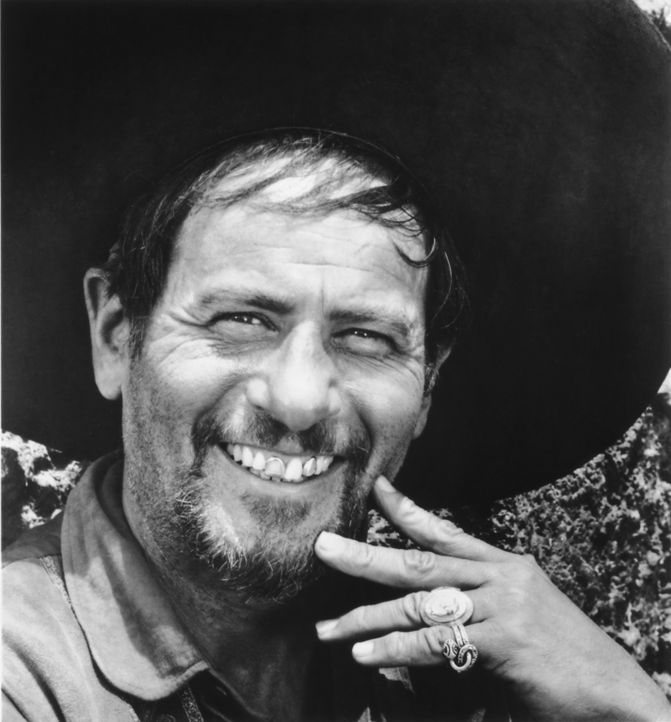 Seit Jahren besucht der Bandit Calvera (Eli Wallach) immer wieder das mexikanische Dorf Ixcatlan an der Grenze zu den USA, um den Bewohnern fast all... - Bildquelle: 1960 METRO-GOLDWYN-MAYER STUDIOS INC. All Rights Reserved.