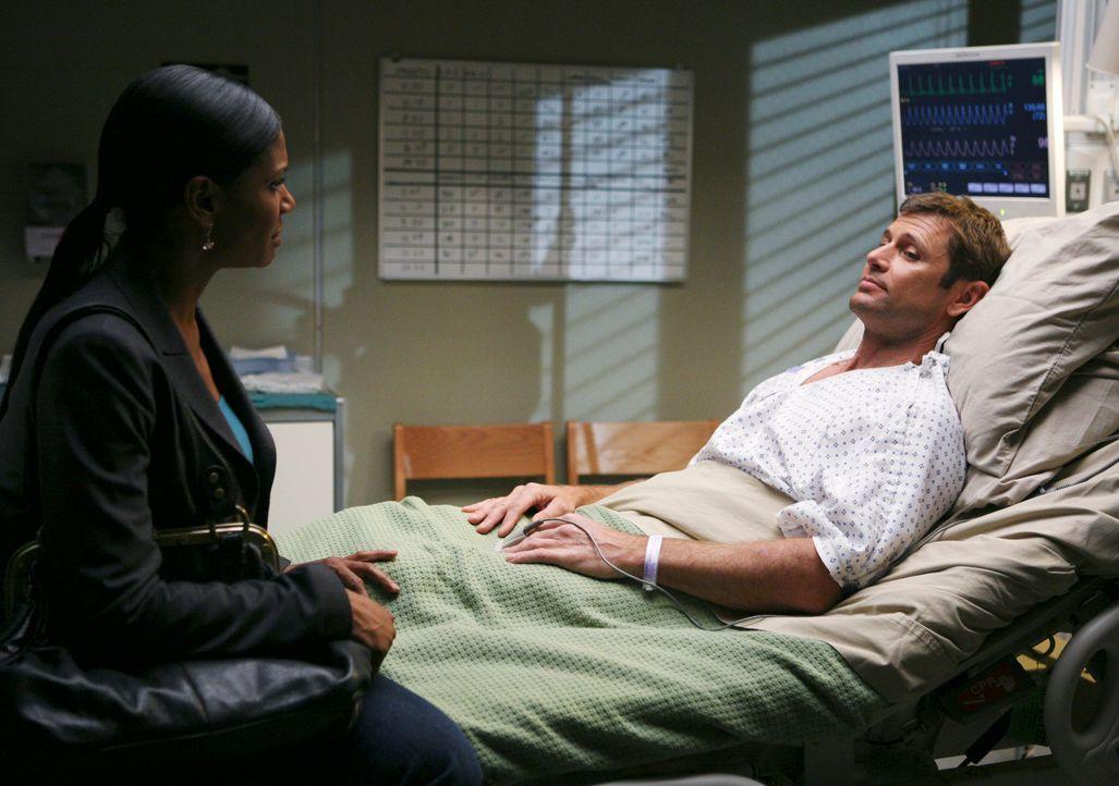 Angesichts seines bevorstehenden Todes gesteht Archer (Grant Show, r.) Naomi (Audra McDonald, l.) seine Liebe ... - Bildquelle: ABC Studios
