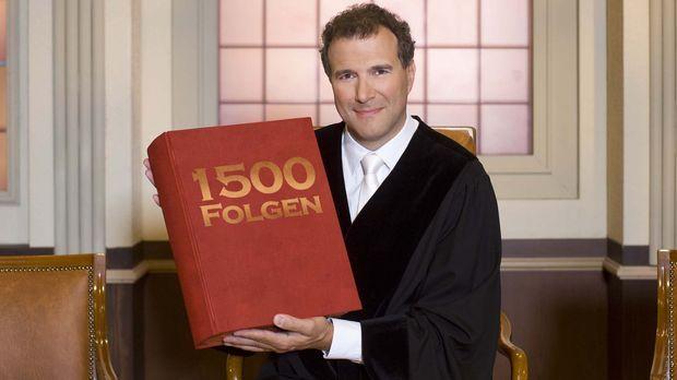 Richter Alexander Hold feiert Jubiläum! © SAT.1