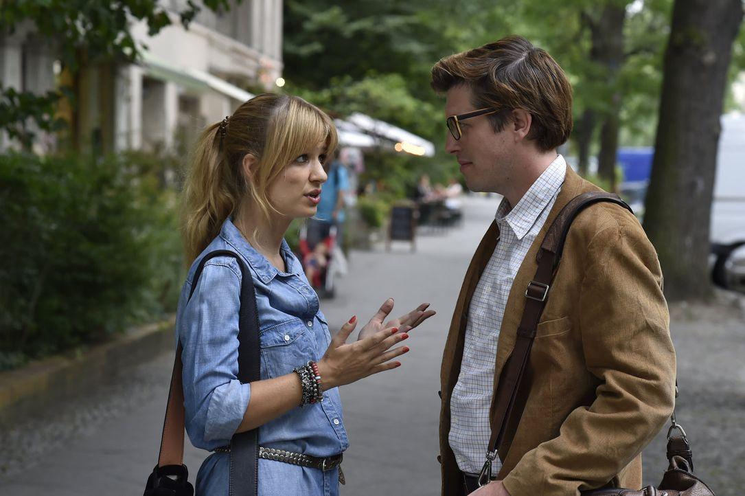 Mila (Susan Sideropoulos, l.) nimmt Lorenz (Nic Romm, r.) zum Sonntagsessen zu ihren Eltern mit. Doch kann das gutgehen? - Bildquelle: Claudius Pflug sixx