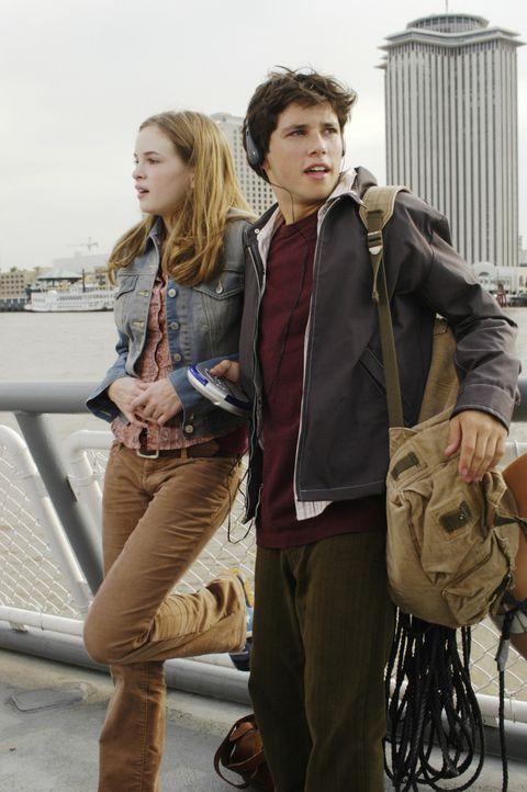 Erst als Darcy (Danielle Panabaker, l.) Sam (Ricky Ullman, r.), den Empfänger des Herzens ihres Bruders, kennen lernt, gelingt es ihr, über den un... - Bildquelle: Buena Vista International GmbH