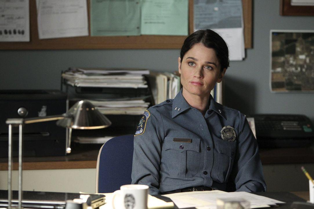 Nach alldem, was geschehen ist, arbeitet Teresa Lisbon (Robin Tunney) nun als Police Officer ... - Bildquelle: Warner Brothers Entertainment Inc.