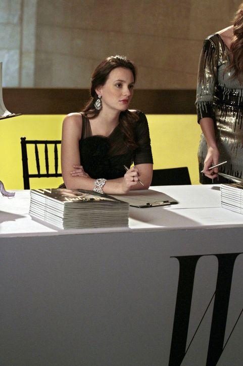 """Kann nicht fassen, dass Dan ebenfalls ein Praktikum beim """"W""""-Magazin ergattert hat: Blair (Leighton Meester) ... - Bildquelle: Warner Bros. Television"""