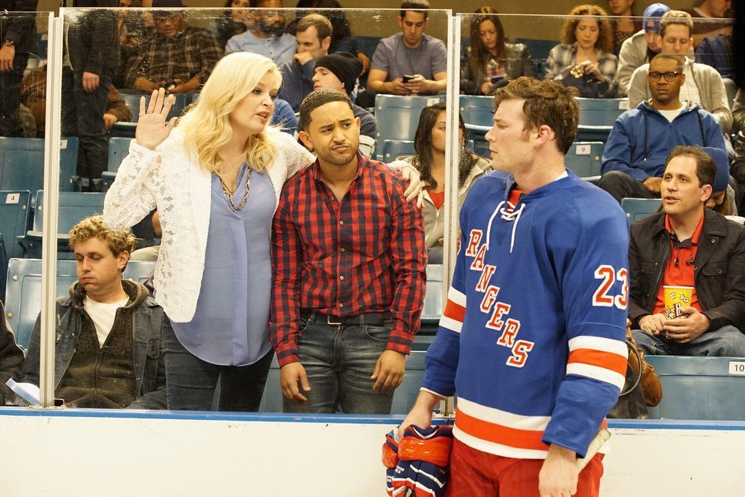 (v.l.n.r.) Bonnie (Melissa Peterman); Tucker (Tahj Mowry); Danny (Derek Theler) - Bildquelle: Kelsey McNeal ABC Family