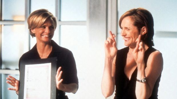 Courtney (Amy Sedaris) and Lily (Molly Shannon) © Paramount Pictures