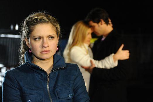 Anna und die Liebe - Mia (Josephine Schmidt, l.) ist enttäuscht, als Annett (...