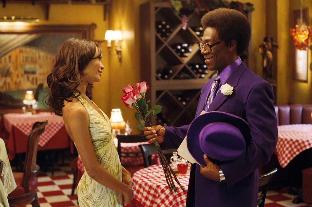 Als Kate (Thandie Newton, l.) in die Stadt zurückkehrt, muss Norbit (Eddie Murphy, r.) zeigen, dass er doch ein ganzer Mann ist, der sich nicht nur... - Bildquelle: 2007 DREAMWORKS LLC. All Rights Reserved.