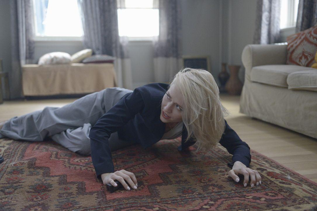 Natalie versucht, Alex zu fassen, während Shelby (Johanna Braddy) ihr zur Seite steht. Doch werden sie es wirklich schaffen, damit sie ihre Unschuld... - Bildquelle: Philippe Bosse 2015 ABC Studios