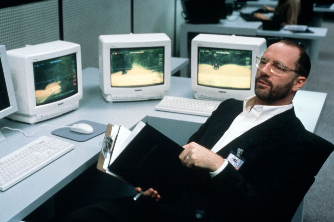 Sogar Dr. Cotner (Xander Berkeley), der den Supercomputer S.E.T.H. erschaffen hat, kann ihn nicht mehr unter seine Kontrolle zwingen ... - Bildquelle: Columbia TriStar Film GmbH