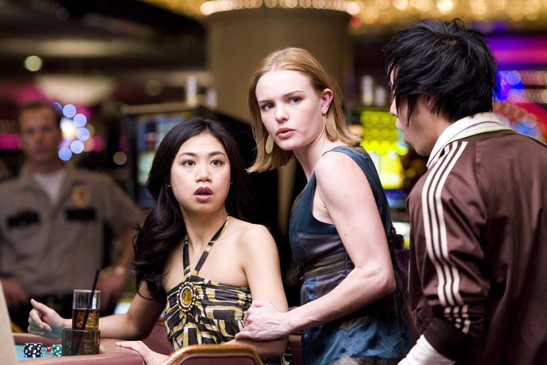 Es war nur eine Frage der Zeit: Die aufmerksamen Wachmänner der Casinos in Las Vegas kommen den Studenten des MIT auf die Schliche. Jetzt wird es en... - Bildquelle: CPT Holdings, Inc. All Rights Reserved.