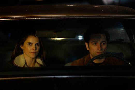 The Americans - Noch arbeiten Phillip (Matthew Rhys, r.) und Elizabeth (Keri...