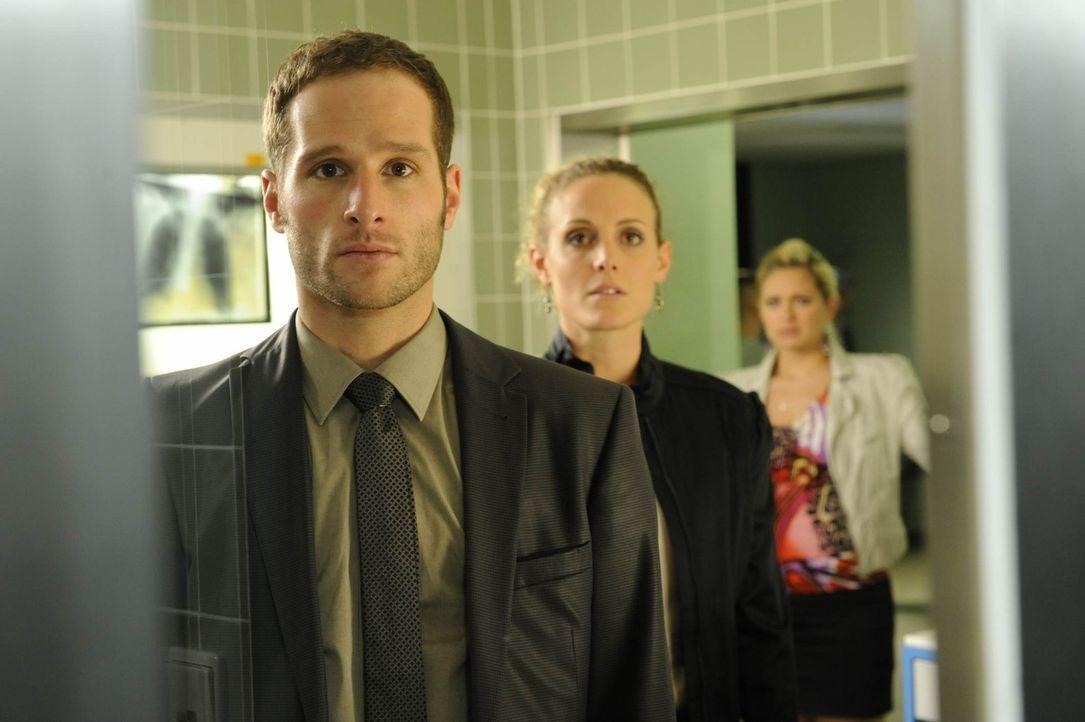 Beziehungskonflikte (v.l.n.r.) David (Lee Rychter), Maja (Barbara Lanz) und Mia (Josephine Schmidt) ... - Bildquelle: SAT.1