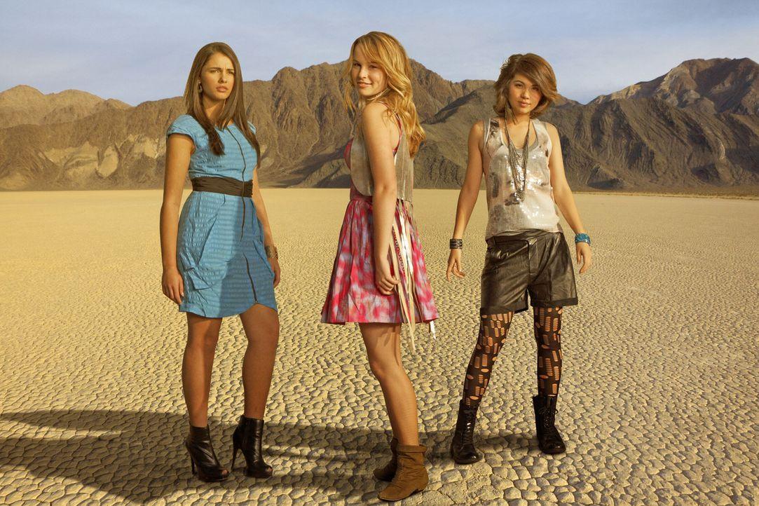 Ihre Liebe zur Limonade verewigt sich im Namen ihrer Band: (v.l.n.r.) Mo (Naomi Scott), Olivia (Bridgit Mendler) und Stella (Hayley Kiyoko) ... - Bildquelle: Disney Media Distribution