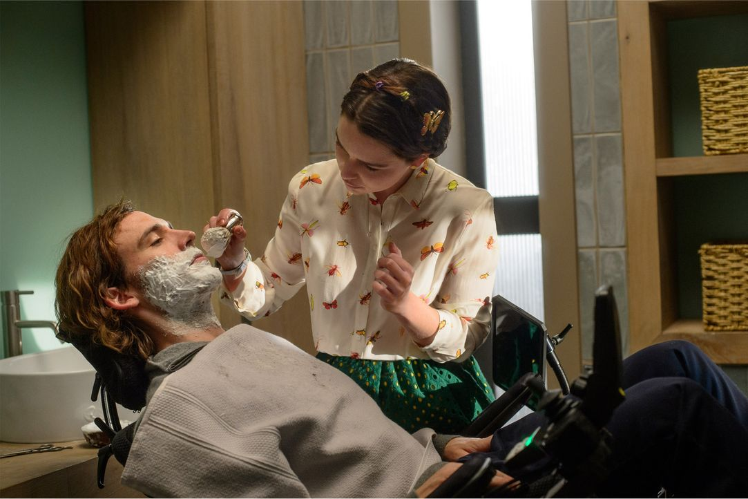 Sam_Claflin_shaving - Bildquelle: Warner Bros. Pictures