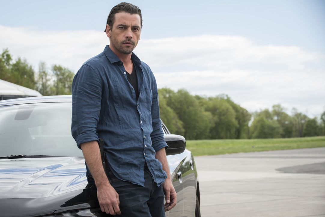 Besuch aus der Vergangenheit: Eddie Martin (Skeet Ulrich), der lange verloren geglaubte Ehemann von Carrie, stattet der Mord-Abteilung für die Ermit... - Bildquelle: Jeff Neumann 2015, 2016 Sony Pictures Television Inc. All Rights Reserved.