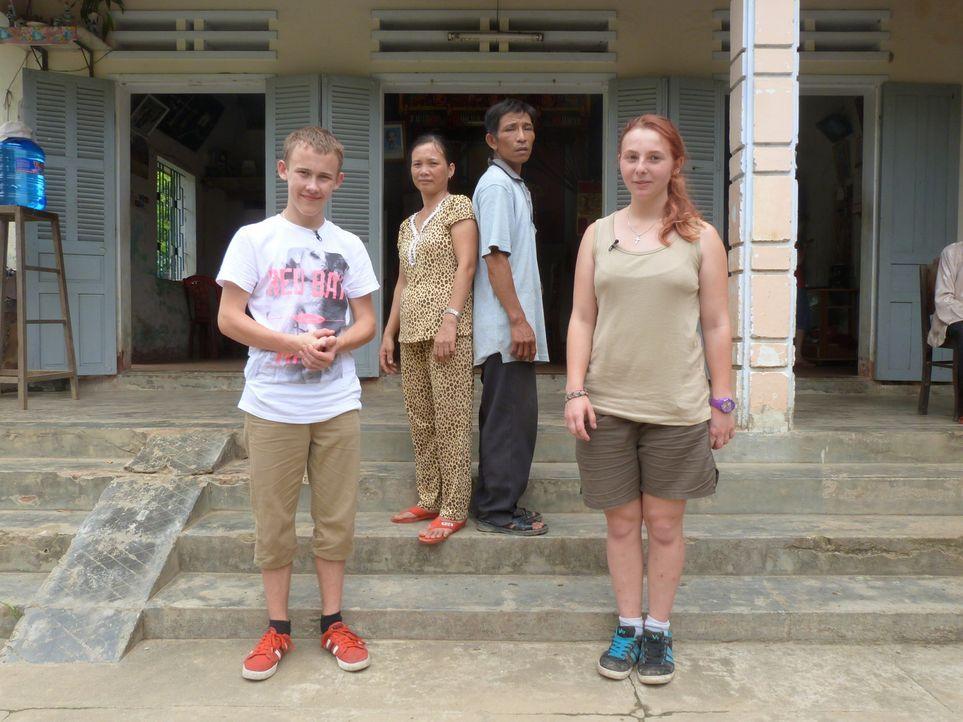 Aufräumen, putzen, Ordnung halten? - nicht mit Sabrina (r.) und Marc (l.). Doch bei Familie Do in Vietnam soll den Jugendlichen Respekt beigebracht... - Bildquelle: SAT.1