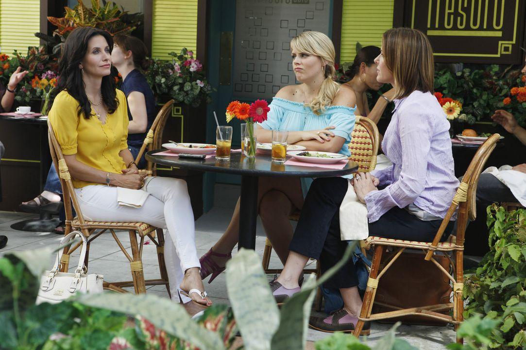 Wichtige Gespräche unter Frauen: Jules (Courteney Cox, l.), Laurie (Busy Philipps, M.) und Ellie (Christa Miller, r.) ... - Bildquelle: 2009 ABC INC.