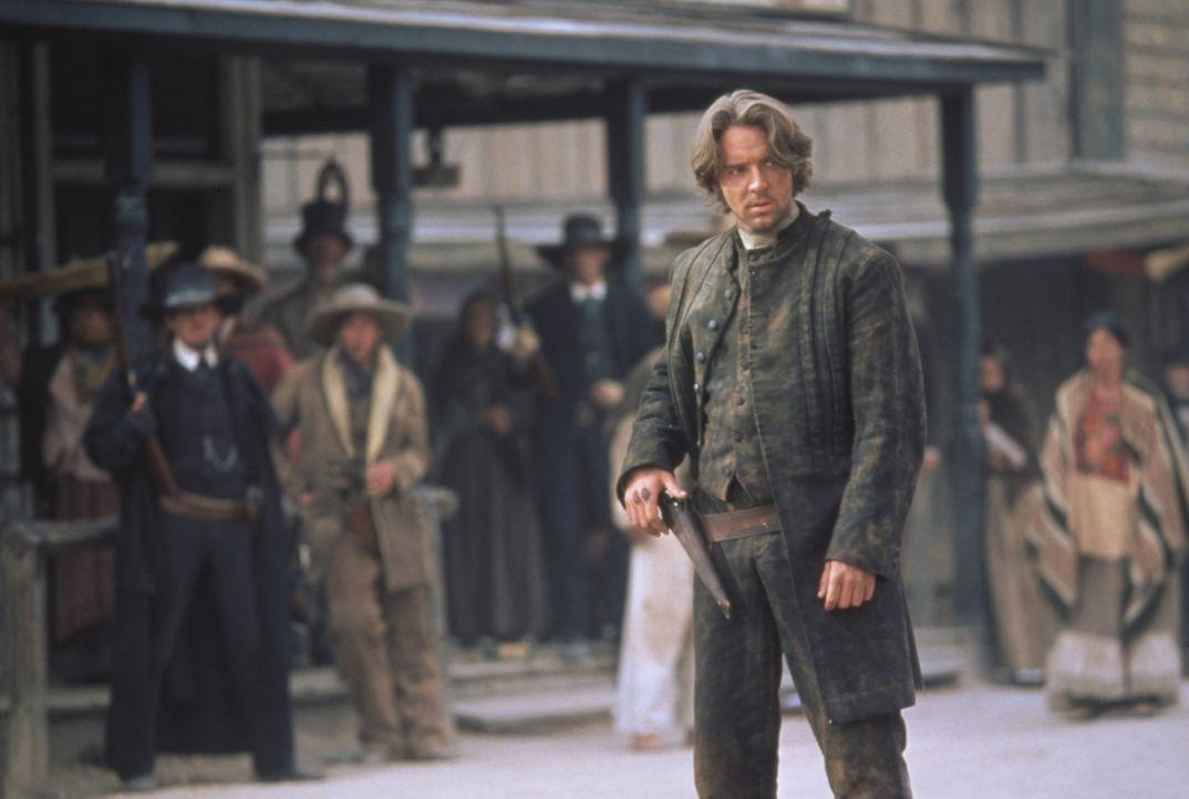 Der einstige Meisterschütze Cort (Russell Crowe) wird von dem gewissenlosen Bürgermeister Herod gezwungen, an dem Schieß-Duell teilzunehmen ... - Bildquelle: Columbia TriStar Film