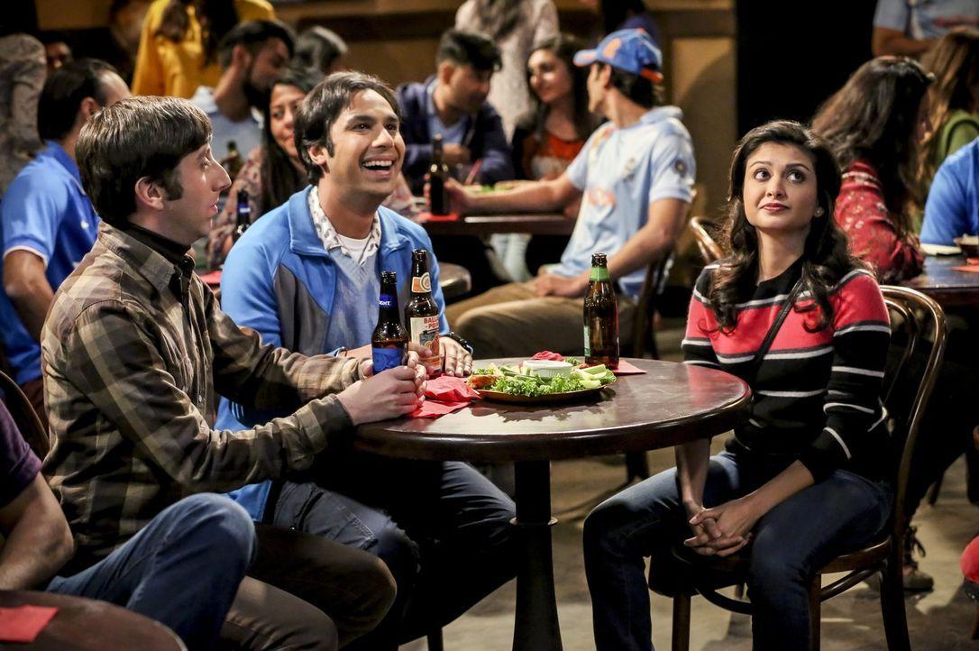 Noch ahnt Howard (Simon Helberg, l.) nicht, dass die Beziehungsvorstellungen von Raj (Kunal Nayyar, M.) und Ruchi (Swati Kapila, r.) sehr weit ausei... - Bildquelle: Warner Bros. Television